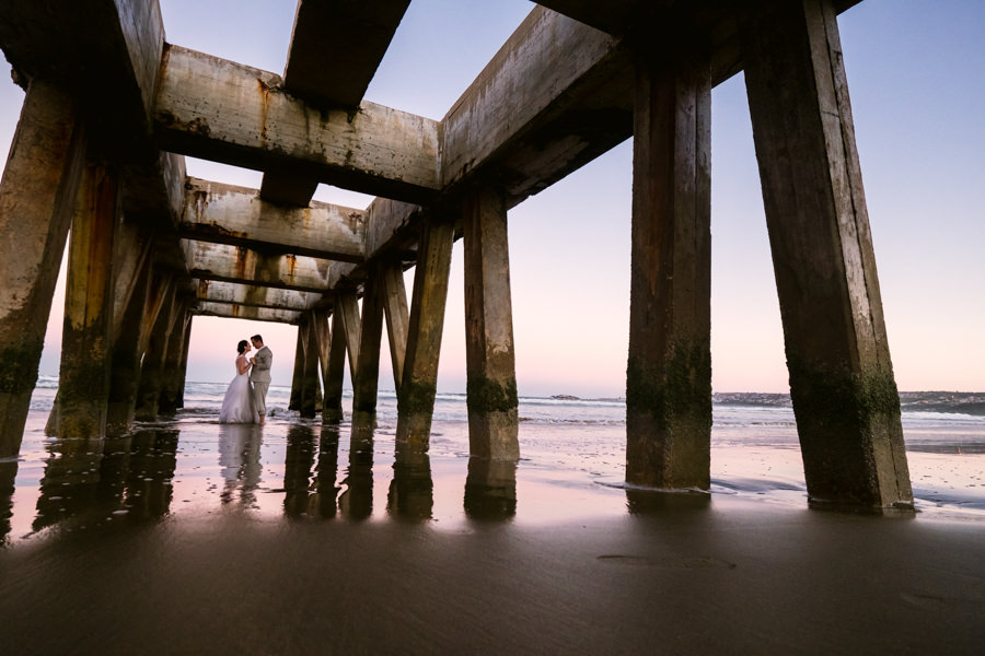 creative wedding photography using interesting structures